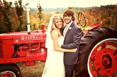 Country newcomer #ThomasRhett wed longtime girlfriend Lauren Gregory this fall. Thomas and Lauren, who have known each other since the first grade, wed just outside of Nashville on October 12. #farmall