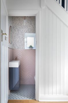 Emma Merry Styling is an Interior design studio. Based in Surrey focusing on Clean and simple design with a nostalgic feel. - Exploring home extensions, renovations. Passionate for interiors and an eye for style in kitchen and bathroom design. Small Downstairs Toilet, Small Toilet Room, Downstairs Cloakroom, Small Space Bathroom, Bathroom Design Small, Small Toilet Design, Cloakroom Basin, Cloakroom Wallpaper, Wallpaper Toilet