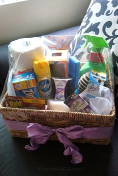 Wedding Gifts Housewarming gift ideas, DIY essentials gift basket with Glade® Fragrances - Do you have any friends or family moving into a new home this summer? If you need DIY housewarming gift ideas, make this DIY home essentials gift basket! Housewarming Gift Baskets, Diy Gift Baskets, Raffle Baskets, Basket Gift, Housewarming Party, College Gift Baskets, Craft Gifts, Diy Gifts, Cheap Gifts