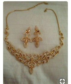 Studded necklace in Indian Wedding Jewelry, Bridal Jewelry, Indian Jewelry, Gold Jewellery Design, Gold Jewelry, Jewelery, Luxury Jewelry, Diamond Pendant Necklace, Gold Necklace