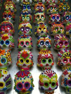 Dia de los Muertos sugar skulls at Sweet Cakes by Rebecca. These things are so cool, I doubt I'd be able to eat one.