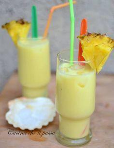 Cocktail analcolico all'ananas - Menù Estivo. Un cocktail fresco, buono e ricco di vitamine perfetto sia per i grandi che per i piccoli.