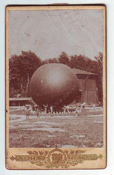 > The balloon. Ca. 1900