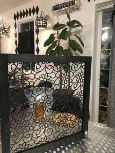 ダイソーで売ってる猫よけマット を使ってオシャレなパーティーション を作りました(^ ^) 特別な工具は使わず、主にのこぎりとグルーガンで簡単に作れます