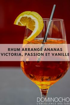 Rhum Arrangé Ananas Victoria, Passion et Vanille - Expolore the best and the special ideas about Liqueurs Alcoholic Drinks, Cocktails, Mojito, Sangria, Rum, Diy Gifts, Liqueurs, Food And Drink, Restaurant