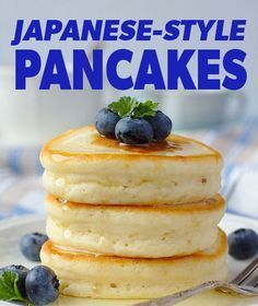What's difference about these hot cakes? Well, they are similar to American pancakes, but are a bit fluffier and have a little more sweetness. The eggs are beaten in a hand or stand mixer until foamy to create an extraordinary fluffy texture. Japanese Hot Cakes Recipe, Easy Japanese Pancake Recipe, Simple Pancake Recipe, Japanese Cheesecake Recipes, Cuisine Diverse, Pancakes And Waffles, Pancakes Easy, Pancakes From Scatch, Egg White Pancakes