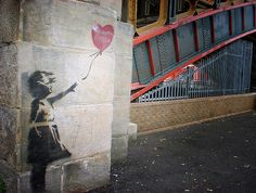 Pictures of the Greatest Street Graffiti Artist of All Time (Robert Banksy) Banksy Graffiti, Arte Banksy, Street Art Banksy, Graffiti Artwork, Graffiti Drawing, Bansky, Street Art Utopia, Best Street Art, Street Artists