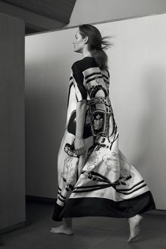 Hermès - Vestiaire d'hiver 2015. THE PRINTED KAFTAN in Brides de gala silk twill  #hermes #hermesfemme #womenswear #fashion