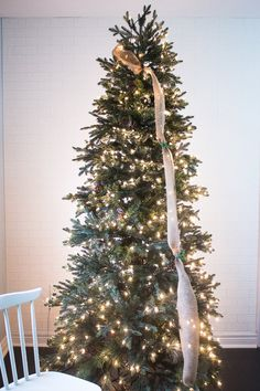 Are you looking for images for farmhouse christmas tree? Browse around this website for perfect farmhouse christmas tree images. This kind of farmhouse christmas tree ideas seems completely wonderful. Christmas Tree Decorations Ribbon, Ribbon On Christmas Tree, Christmas Tree Themes, Rustic Christmas, Christmas Diy, White Christmas, Ribbon On Tree, How To Decorate Christmas Tree, Christmas Outfits