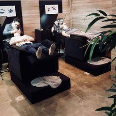 Salon Interior Design, Beauty Salon Interior, Studio Interior, Home Spa Room, Spa Room Decor, Home Hair Salons, Home Salon, Beauty Bar Salon, Nail Salon Decor