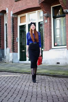 How to / ways to wear a black midi pencil skirt: lace top and turban hat/></td></tr> <tr><td class=