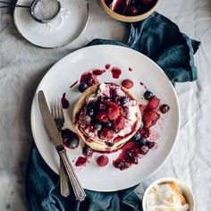 Orange Blossom Pancakes with Vanilla Honey Cream & Berry Compote / food photography / food stylist Menu Brunch, Breakfast And Brunch, Brunch Recipes, Sweet Recipes, Breakfast Recipes, Brunch Food, Brunch Party, Breakfast Healthy, Brunch Ideas