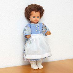 wunderschoene-handgearbeitete-Puppenkleidung-Dirndel-NEU