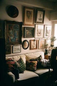 gorgeous cozy sitting area. love the art arrangement