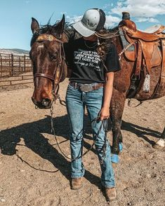 Cowgirl Style Outfits, Western Outfits Women, Country Style Outfits, Southern Outfits, Rodeo Outfits, Country Fashion, Cute Outfits, Cowgirl Fashion, Country Dresses