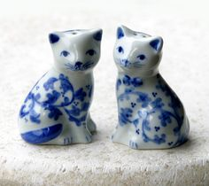 Blue and White Cats Salt and Pepper Shakers by CacheAvenue on Etsy, $18.00