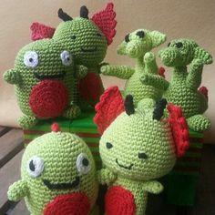 Dragones de amigurumi para el día de Sant Jordi.  Todos adoptados!