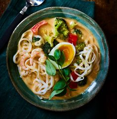 Ramen, Spaghetti, Ethnic Recipes, Food, Red Peppers, Essen, Yemek, Spaghetti Noodles, Windows