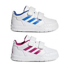 timeless design a6e26 be496 Zapatillas deportivas para niños y niñas de Adidas. Tiene doble velcro  y la plantilla es extraíble. Cuenta con tres líneas en los laterales, ...