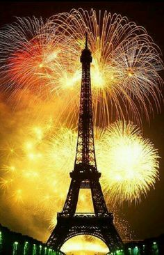 New Year's Eve in Paris. #PANDORAloves #EiffelTower #Fireworks