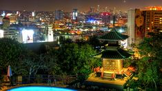 Top Views and Vistas in Los Angeles: Yamashiro Restaurant in Hollywood, less than 30 minutes away from Burbank Bob Hope Airport. Moving To California, California Love, Hotel California, Beverly Hills, Los Angeles Restaurants, Los Angeles Area, City Of Angels, Rooftop Bar, Top View