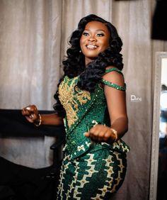 Ghana Traditional Wedding, Kente Dress, Kente Styles, Black Bride, African Dress, Ootd Fashion, Wedding Bells, High Neck Dress, African Fashion