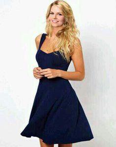 Jennifer Morrison wearing a cute dress. :)