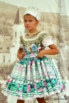 A Slovak wedding - children performance Photography by Milan Hlôška