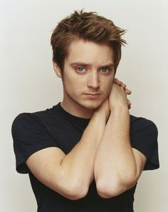 Elijah Wood ~ How's about the biggest baddest blue eyes in the world? This award goes to the prettiest narcaleptic ring bearing hobbit EVER! Elijah Wood, Beautiful Men, Beautiful People, Famous Faces, Famous Men, American Actors, The Hobbit, Cute Guys, Celebrity Crush
