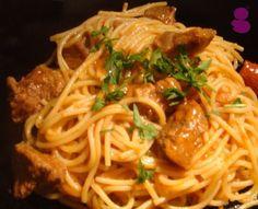 Carne de vaca guisada com massa, Receita Petitchef Portuguese Recipes, Portuguese Food, Dinner Is Served, Pasta Recipes, Nom Nom, Recipies, Spaghetti, Veggies, Beef