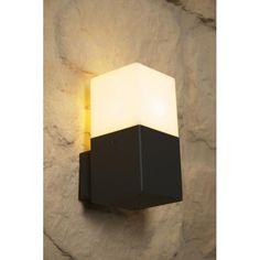 Energieeffizienzklasse: A auf einer Skala von A (sehr effizient) bis G (weniger effizient)Lichtstrom: 310 Lumen je LeuchtmittelLeistungsaufnahme: 4 Watt je LeuchtmittelMittlere Nennlebensdauer: 20.000 StundenEntspricht Wattzahl: 25 Watt je LeuchtmittelLichtfarbe: 3.000 Kelvin (warmweiß)Schaltzyklenanzahl: 50.000xFassung/Leuchtmittel: 1 x E14 LED 4 Watt (inklusive Leuchtmittel)Material/Farbe: Druckguss Aluminium, anthrazitBreite: 8 cmAusladung: 11,5 cmHöhe: 17 cmSchutzart: IP44