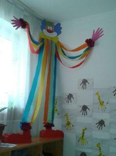 Kunst Grundschule - Quer deixar sua sala mais alegre e com a magia do circo? Então aqui estão ó. Circus Crafts, Carnival Crafts, Carnival Themes, Clown Crafts, Kids Crafts, Diy And Crafts, Arts And Crafts, Paper Crafts, Class Decoration