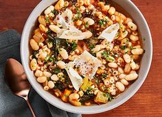 News flash: all you have to do is bust out your Crock-pot for a mini trip to the Tuscan countryside. Parmesan rind and a kitchen sink's worth of veggies, pasta, beans and aromatics give our slow-cooker pasta e fagioli soup a ton of flavor. Ground Turkey Sausage, Casual Dinner Parties, Pasta E Fagioli Soup, French Soup, Pumpkin Mac And Cheese, Slow Cooker Pasta, Roasted Apples, Dump Dinners, Easy Dinners