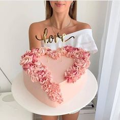 Love is in the air? We could not love this Pink Heart Buttercream cake anymore. It's so perfect Cake Decorating Frosting, Cake Decorating Designs, Cake Decorating Videos, Birthday Cake Decorating, Cake Decorating Supplies, Cake Decorating Techniques, Buttercream Cake Designs, Buttercream Birthday Cake, Cake Supplies