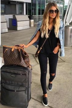 33 ideas for airplane outfits: how to travel in style - Mode Outfits Frauen - Comfy Travel Outfit, Travel Outfit Summer, Travel Wear, Summer Airport Outfit, Comfy Airport Outfit, Travel Attire, Travel Ootd, Air Travel Outfits, Black Jeans Outfit Summer