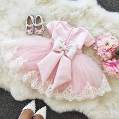 Lovely pink Lace Flower Girl Dresses for wedding 2017 Ball Gowns tea-length dresses for girls birthday party dresses with bow Fashion Kids, Lace Flower Girls, Flower Girl Dresses, Little Girl Dresses, Girls Dresses, Wedding Dress Gallery, Tea Length Dresses, Dress With Bow, Kind Mode