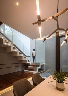 Double-Height Courtyard Providing Experiential Environment At RR House | Rakta Studio - The Architects Diary Staircase Railing Design, Staircase Ideas, Dream Home Design, House Design, Main Entrance, Key Design, Architectural Elements, Skylight, Photo Studio