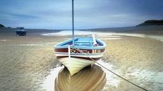 veleiro no porto alnmouth engl