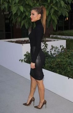 Classy heels — Maria Menounos in Louboutins! - diy wedding hair styles Classy heels — Maria Menounos in Louboutins Summer Work Outfits, Casual Work Outfits, Business Casual Outfits, Professional Outfits, Mode Outfits, Winter Outfits, Fashion Outfits, Womens Fashion, Sexy Work Outfit