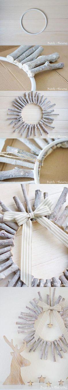 Corona decorativa navideña – DIY Christmas Wreath ¿Prefieres los adornos navideños con estilo minimalista? Esta moderna corona DIY de madera se ajusta muy bien a lo que necesitas. Un aro de plástico o