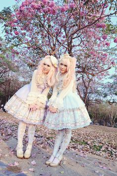Day Dream Carnival twinning with Tabebuia rosea :)  * Photo by D.M. and Try-kun