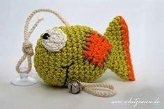 Eine weitere tolle Anleitung für ein Katzenspielzeug zum selbst machen gibt es auf unserem Katzenblog. Ein gehäkelter Fisch mit Sauger zum Befestigen an einer Fensterscheibe oder einer Glasplatte. Ein Glöcken ist auch dabei. #gehäkeltes_katzenspielzeug #DIY #häkeln_für_katzen