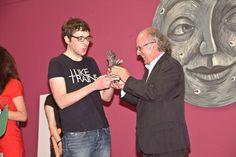 El presidente de CEGAL, Fernando Valverde, entrega el premio Kirico 2011 a Iban Barrenetxea