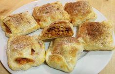 Aprenda a preparar folhadinho de carne árabe com esta excelente e fácil receita. Hoje proponho um prato exótico e diferente: folhadinhos salgados de carne árabe. Se...