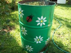 20 Green Ideas for Recycling Metal Barrels and Improving Functionality of Yard Landscaping Garden Crafts, Garden Art, Garden Design, Painted Trash Cans, Barris, Recycled Decor, Water Barrel, Barrel Projects, Metal Barrel
