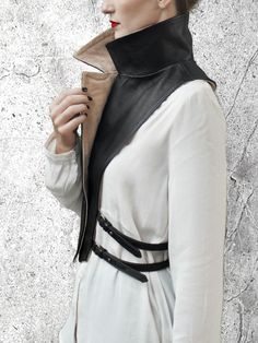 WRAP UP Removable Leather Collar The most stylish way to Concept Clothing, Collar Designs, Front Bottoms, Leather Collar, Fashion Sewing, Mode Style, Refashion, Fashion Details, All Star