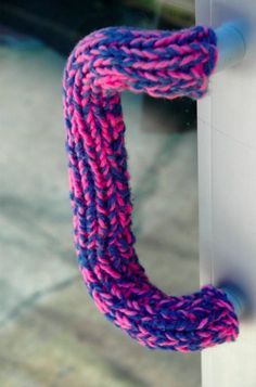 Trends: Extreme Knitting Moves into Furnishings Extreme Knitting, Yarn Bombing, Different Textures, Deco, Wool Sweaters, Door Handles, Door Knobs, Knit Crochet, Doors