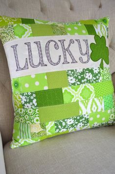 lucky st patrick s day pillow tutorial