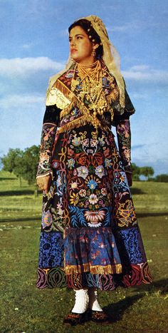 Charro Costume of Salamanca Province, Spain - Folkloreschmuck Folk Clothing, Historical Clothing, Traditional Fashion, Traditional Dresses, Folklore, Spanish Dress, Mode Costume, Gypsy Costume, Costumes Around The World