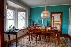 Exotische Farben Interieur Türkis Blau Wandgestaltung Esszimmer Massivholzmöbel